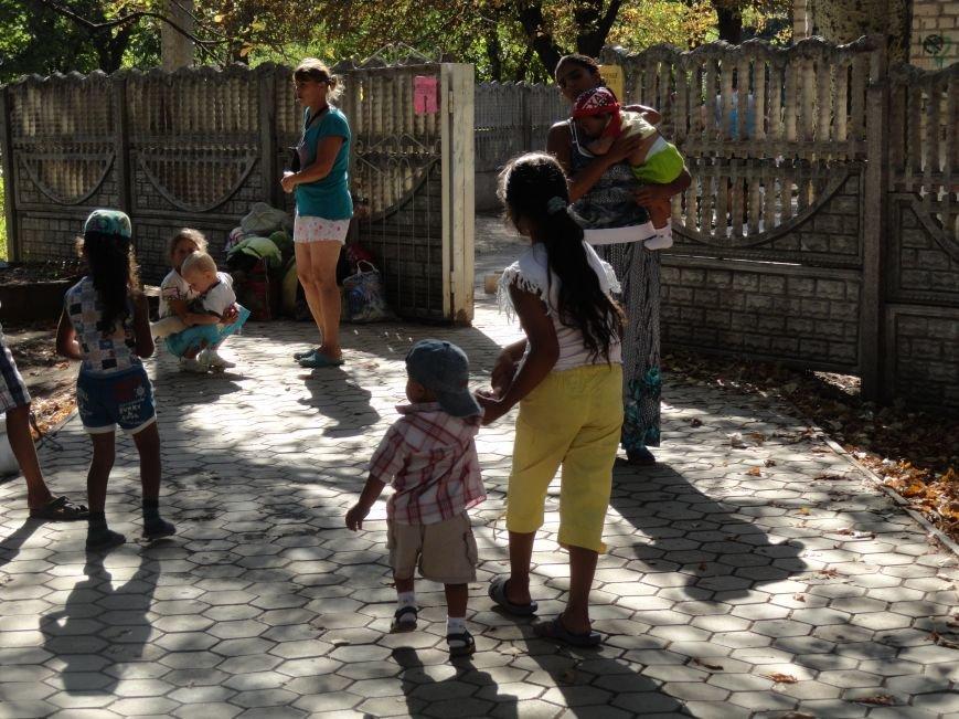 В Мариуполе начали выдавать помощь из гуманитарного груза (ФОТО), фото-2
