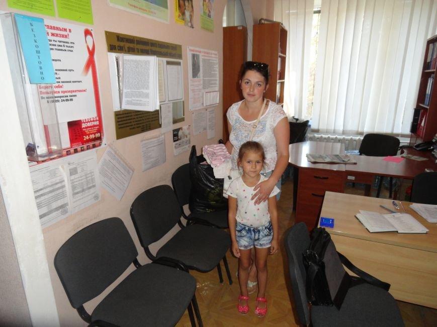 В Мариуполе начали выдавать помощь из гуманитарного груза (ФОТО), фото-3