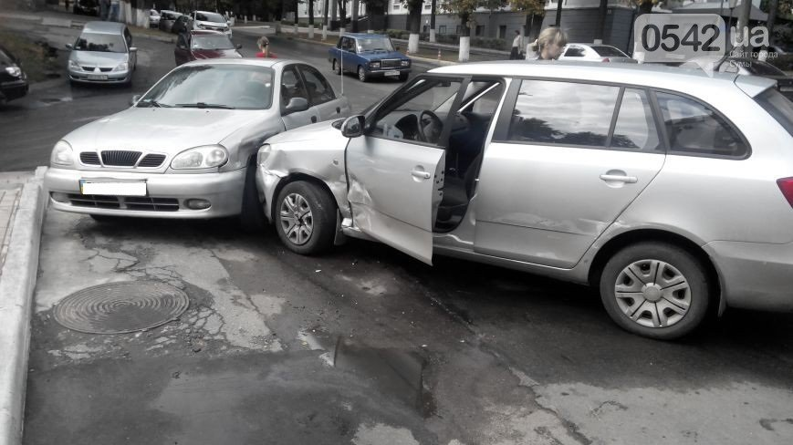 В Сумах  возле прокуратуры столкнулись три автомобиля (ФОТО), фото-3