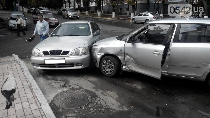 В Сумах  возле прокуратуры столкнулись три автомобиля (ФОТО), фото-5