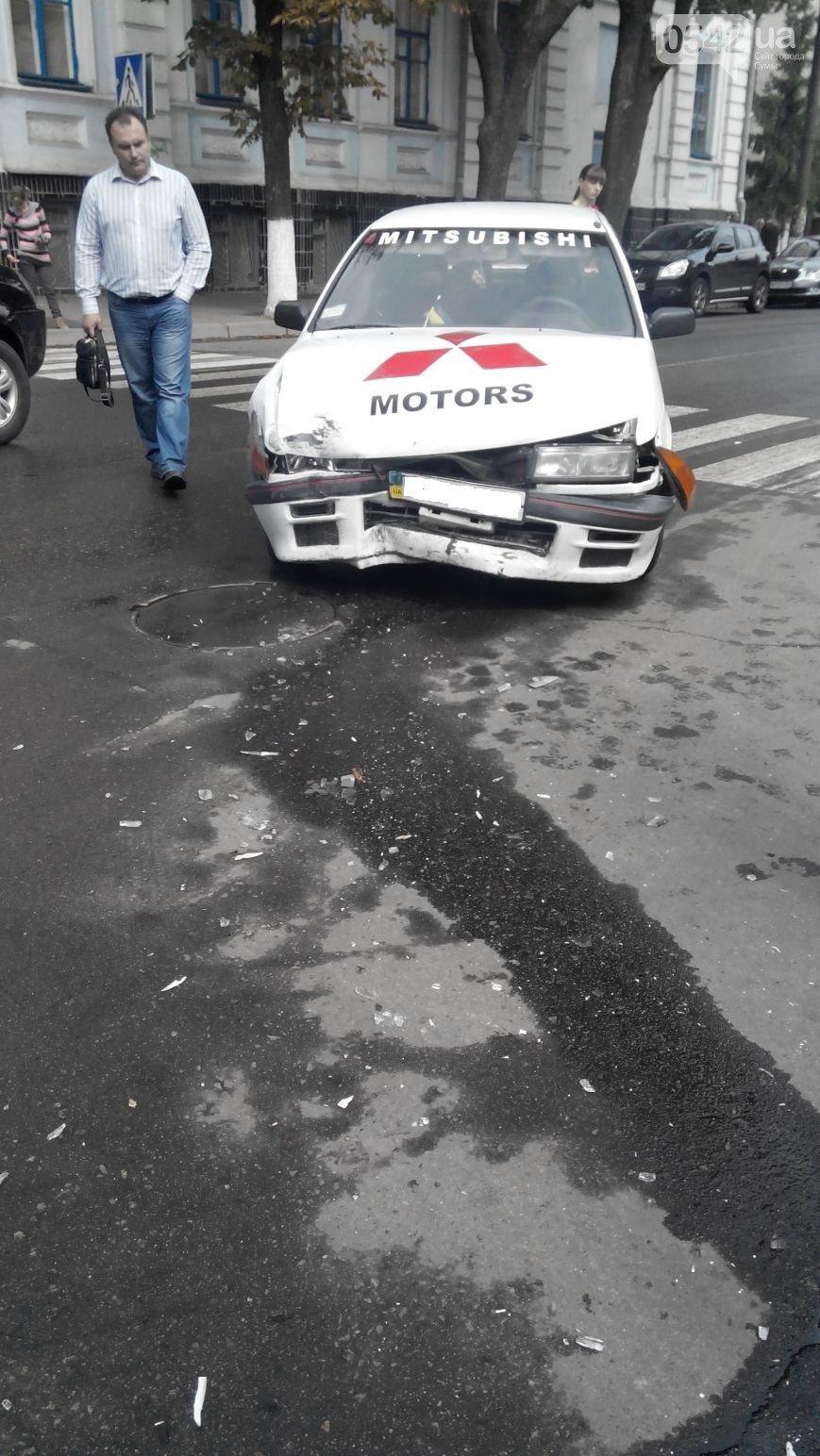 В Сумах  возле прокуратуры столкнулись три автомобиля (ФОТО), фото-2