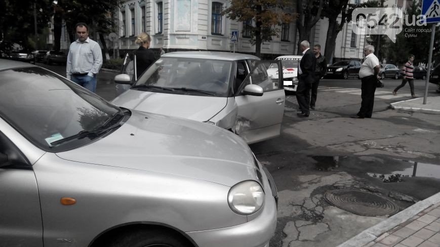 В Сумах  возле прокуратуры столкнулись три автомобиля (ФОТО), фото-4