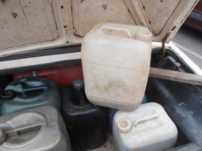В Белореченске полицейские задержали мужчину, который сливал дизельное топливо из большегрузных автомобилей, фото-1