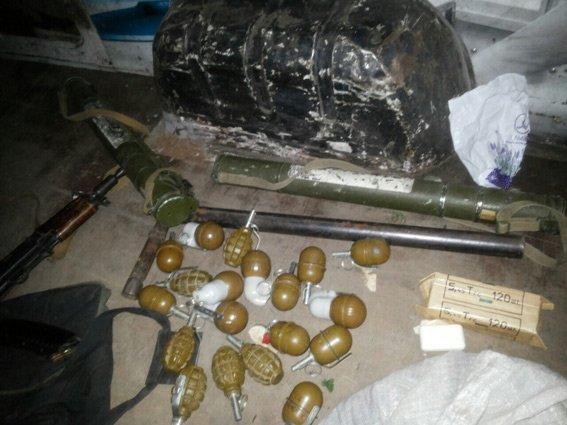 Мужчина пытался въехать в Харьков в автомобиле с ПЗРК, гранатами и автоматом, фото-2