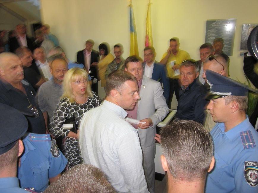 Сессия Днепродзержинского горсовета проходит при «полузакрытых дверях», фото-4
