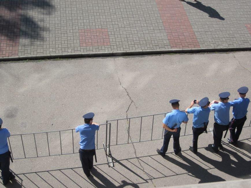Сессия Днепродзержинского горсовета проходит при «полузакрытых дверях», фото-3