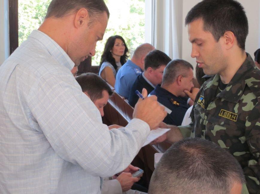 Сессия Днепродзержинского горсовета проходит при «полузакрытых дверях», фото-8