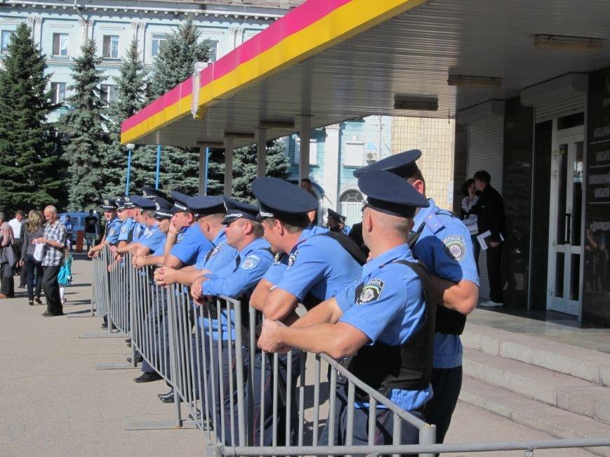 Сессия Днепродзержинского горсовета проходит при «полузакрытых дверях», фото-2
