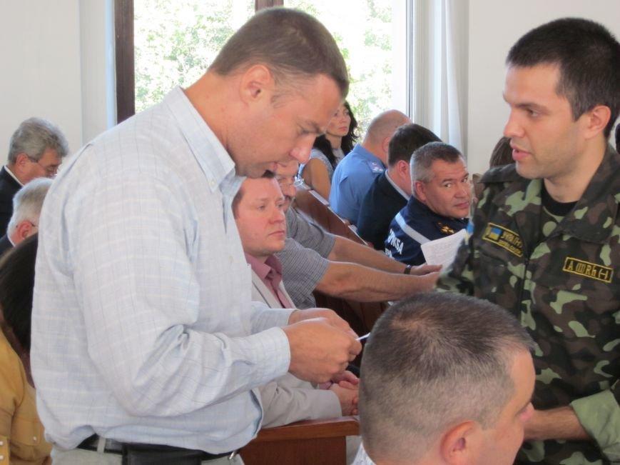 Сессия Днепродзержинского горсовета проходит при «полузакрытых дверях», фото-7