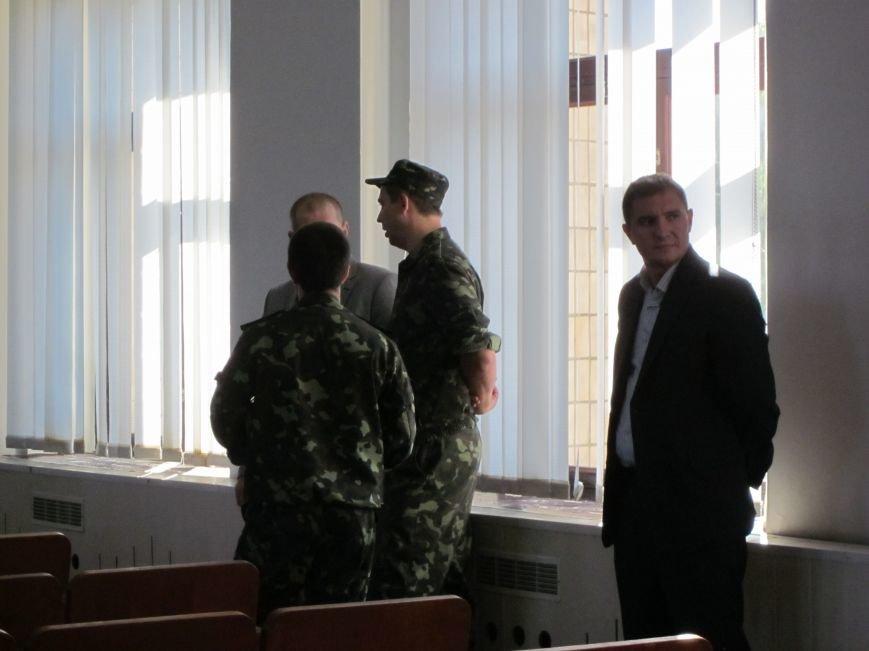 Сессия Днепродзержинского горсовета проходит при «полузакрытых дверях», фото-6
