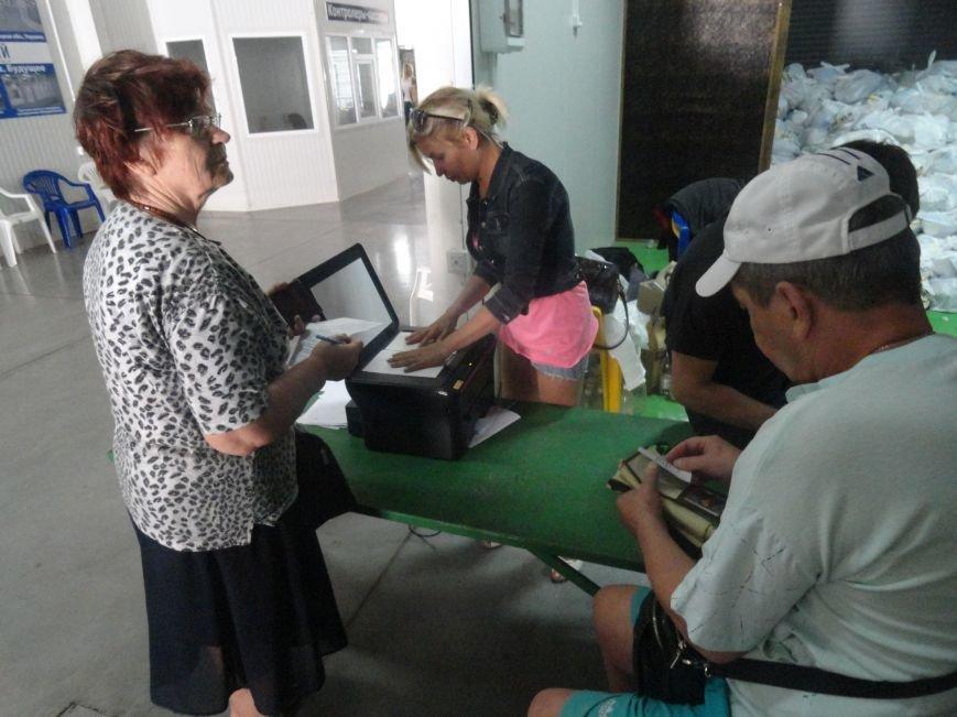 Несмотря на тревожную обстановку, в Мариуполе продолжается помощь временным переселенцам, фото-4