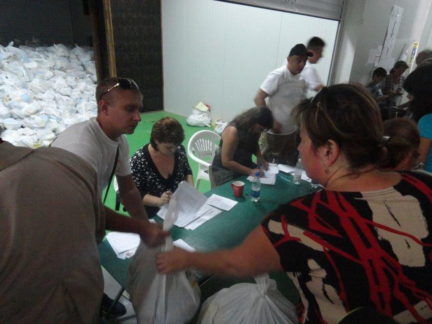 Несмотря на тревожную обстановку, в Мариуполе продолжается помощь временным переселенцам, фото-3