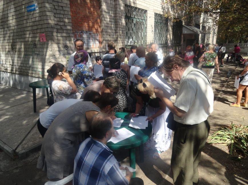 Несмотря на тревожную обстановку, в Мариуполе продолжается помощь временным переселенцам, фото-6