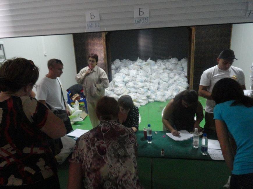 Несмотря на тревожную обстановку, в Мариуполе продолжается помощь временным переселенцам, фото-2