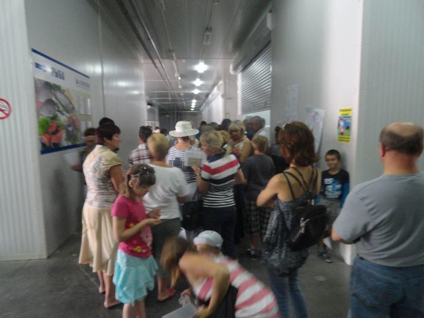 Несмотря на тревожную обстановку, в Мариуполе продолжается помощь временным переселенцам, фото-1