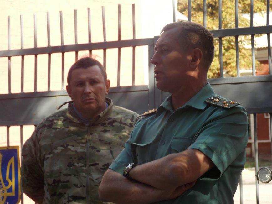 Возле воинской части с требованиями митингуют кировоградцы (фото), фото-1