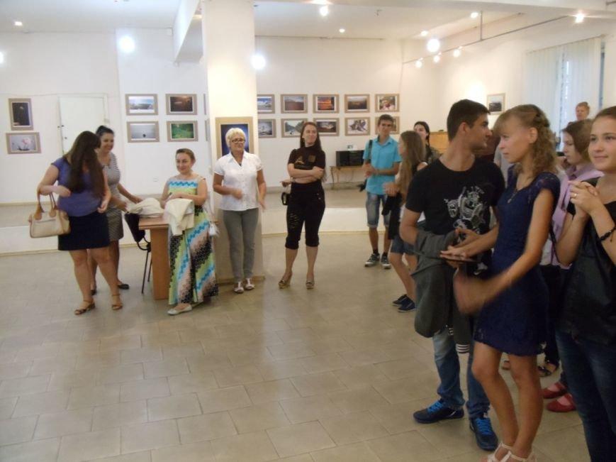 В Ильичёвске открылась выставка фотографий со всего мира (Фотоотчёт), фото-1