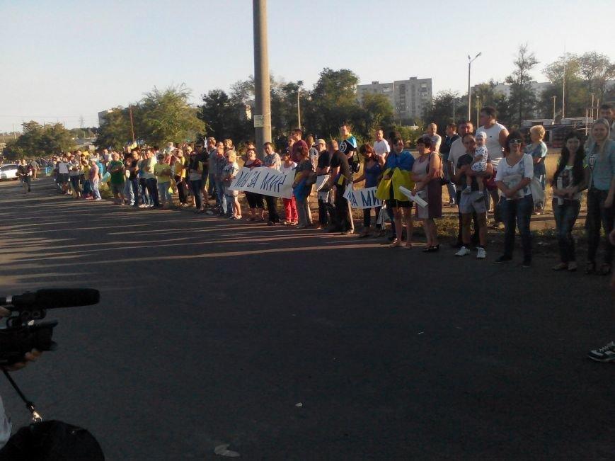 В Мариуполе более тысячи человек выстроились в «живую цепь» на блок-посту со стороны Новоазовска (ДОПОЛНЕНО+ФОТО), фото-16
