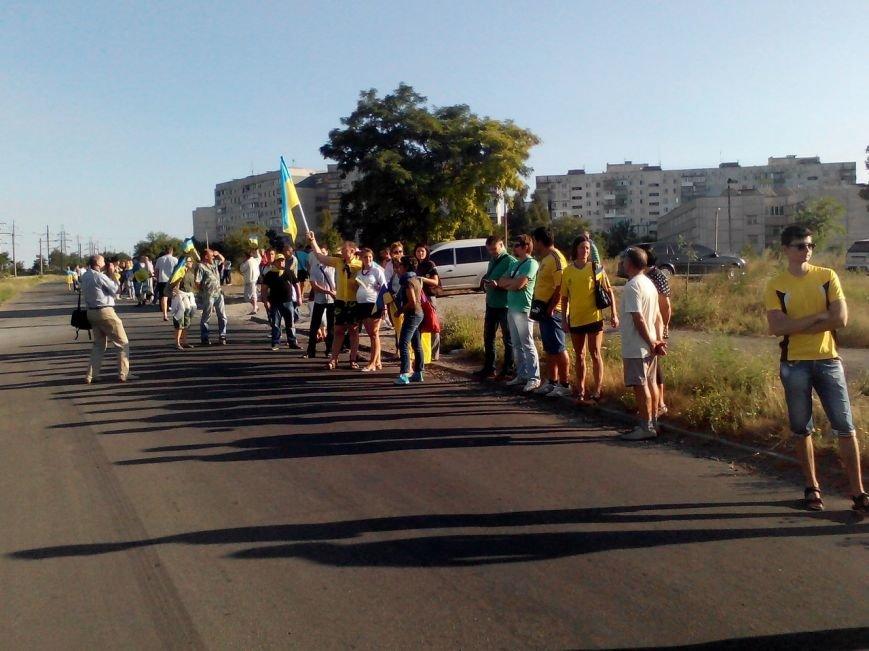 В Мариуполе более тысячи человек выстроились в «живую цепь» на блок-посту со стороны Новоазовска (ДОПОЛНЕНО+ФОТО), фото-17