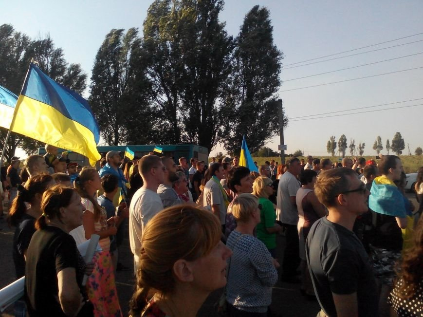 В Мариуполе более тысячи человек выстроились в «живую цепь» на блок-посту со стороны Новоазовска (ДОПОЛНЕНО+ФОТО), фото-29