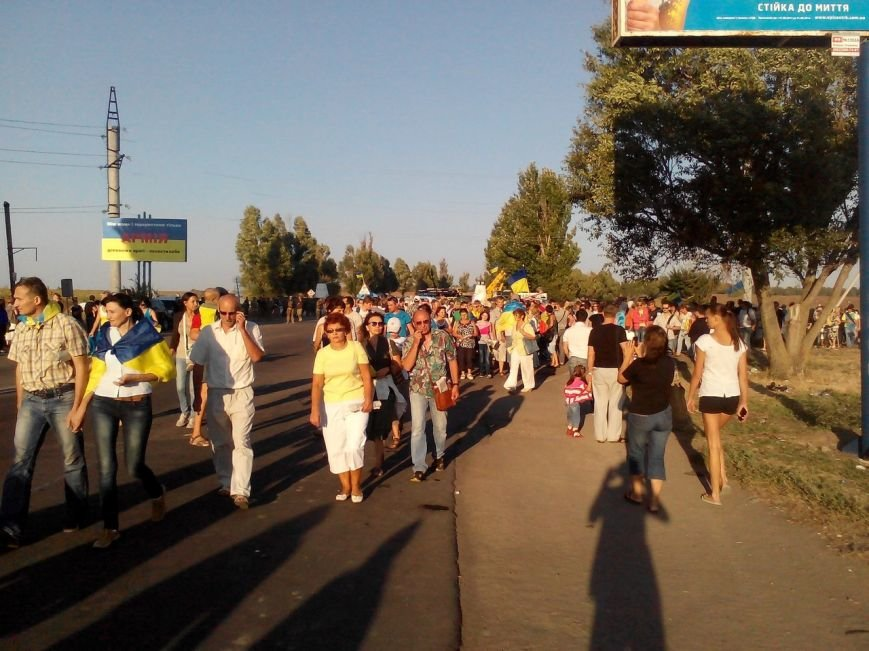 В Мариуполе более тысячи человек выстроились в «живую цепь» на блок-посту со стороны Новоазовска (ДОПОЛНЕНО+ФОТО), фото-14