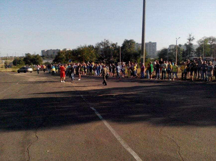В Мариуполе более тысячи человек выстроились в «живую цепь» на блок-посту со стороны Новоазовска (ДОПОЛНЕНО+ФОТО), фото-3