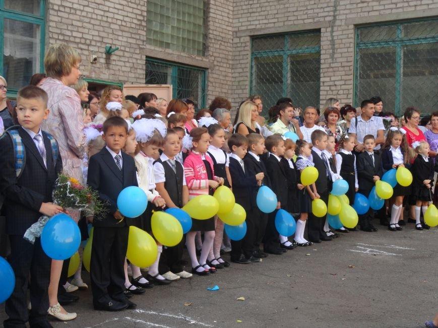 В Мариуполе, несмотря на тревожную обстановку, в школах прозвучал первый звонок (ФОТО), фото-2