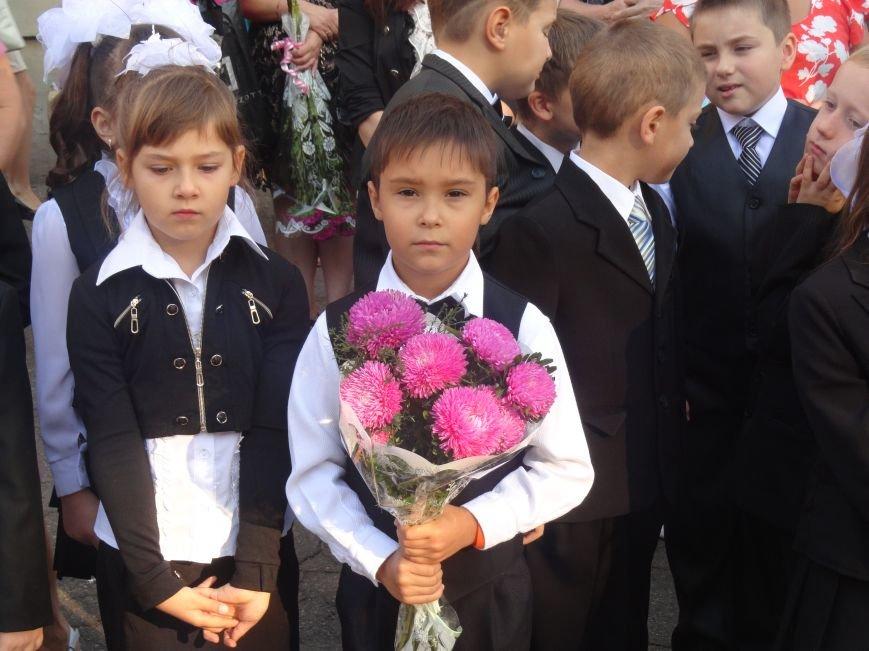 В Мариуполе, несмотря на тревожную обстановку, в школах прозвучал первый звонок (ФОТО), фото-4