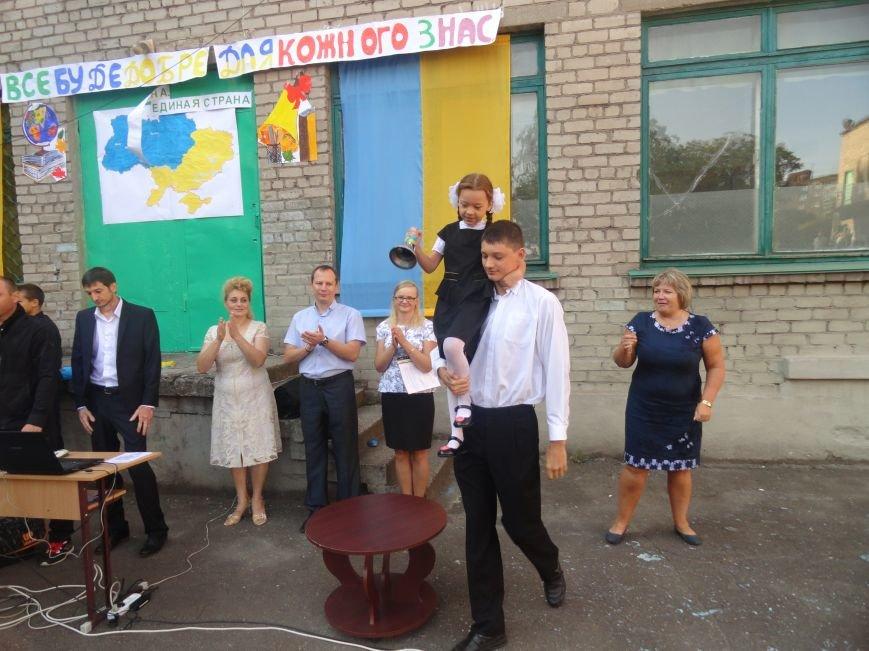 В Мариуполе, несмотря на тревожную обстановку, в школах прозвучал первый звонок (ФОТО), фото-8