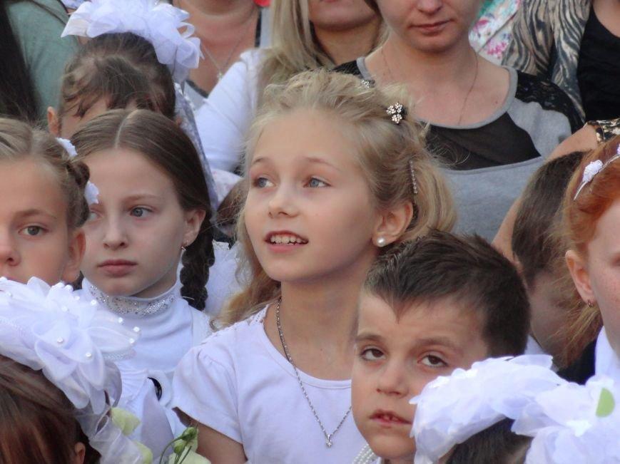 В Мариуполе, несмотря на тревожную обстановку, в школах прозвучал первый звонок (ФОТО), фото-5