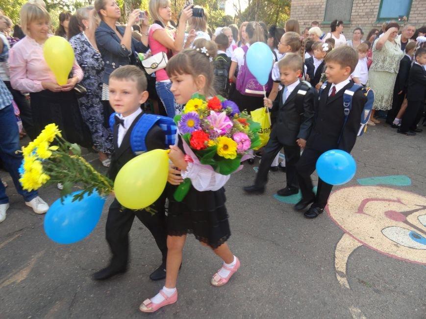 В Мариуполе, несмотря на тревожную обстановку, в школах прозвучал первый звонок (ФОТО), фото-1