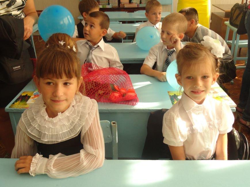 В Мариуполе, несмотря на тревожную обстановку, в школах прозвучал первый звонок (ФОТО), фото-7