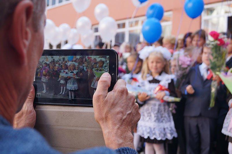 День знаний в Белгороде: В 45-ю школу пришли учиться 147 первоклассников и появился класс с буквой «Е» (фото) - фото 3