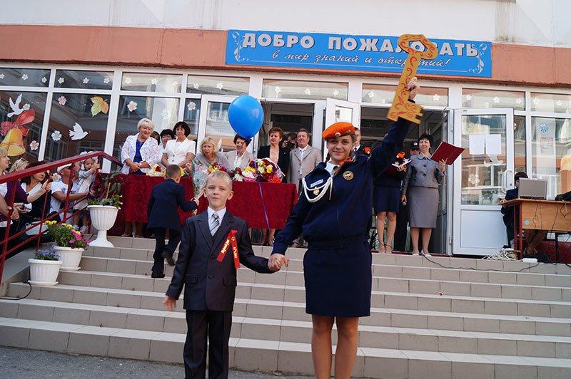 День знаний в Белгороде: В 45-ю школу пришли учиться 147 первоклассников и появился класс с буквой «Е» (фото) - фото 6