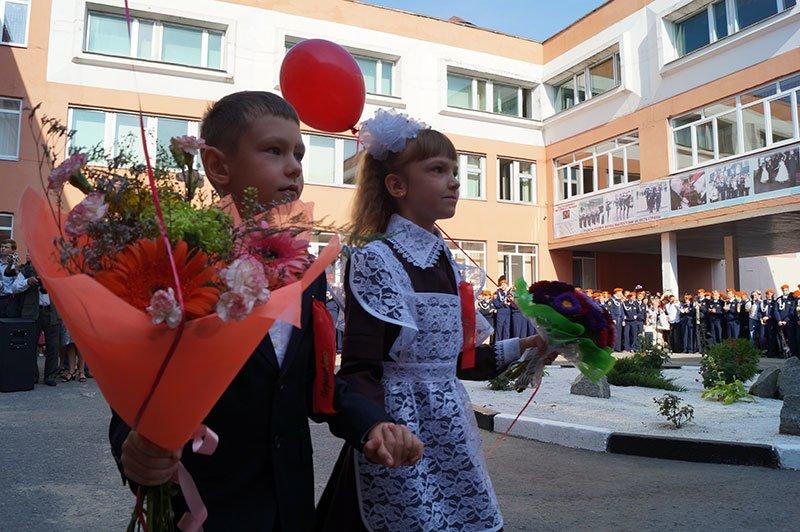 День знаний в Белгороде: В 45-ю школу пришли учиться 147 первоклассников и появился класс с буквой «Е» (фото) - фото 5