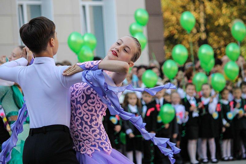 День знаний в Белгороде: В 45-ю школу пришли учиться 147 первоклассников и появился класс с буквой «Е» (фото) - фото 8