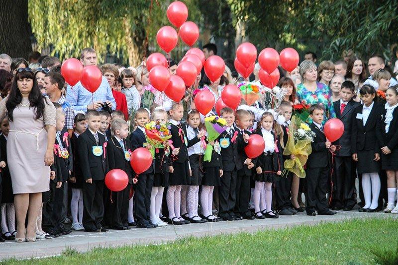 День знаний в Белгороде: В 45-ю школу пришли учиться 147 первоклассников и появился класс с буквой «Е» (фото) - фото 9