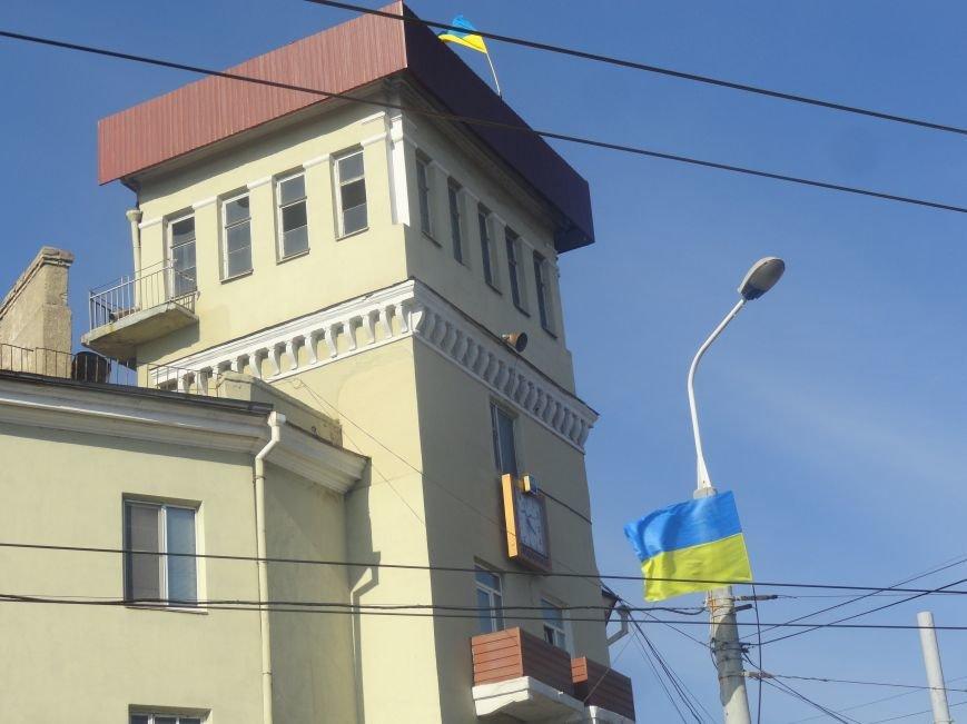 В Мариуполе сегодня появились новые флаги (ФОТО), фото-6