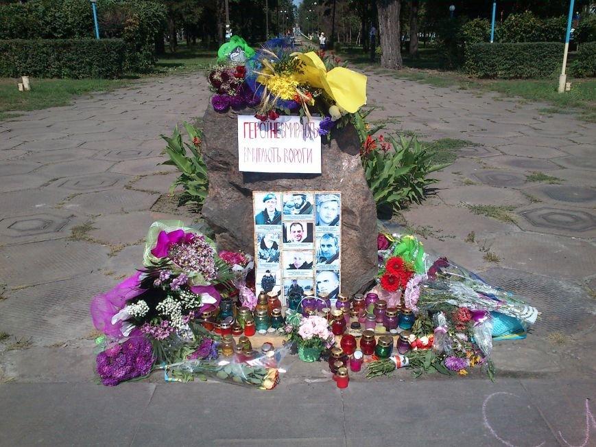 В Днепродзержинске школьники возложили цветы к памятному знаку по погибшим воинам, фото-3