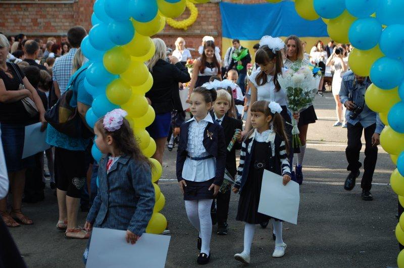 Очільники влади привітали чернівецьких школярів, фото-3