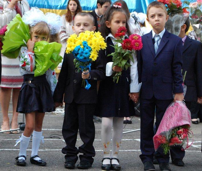 Очільники влади привітали чернівецьких школярів, фото-7