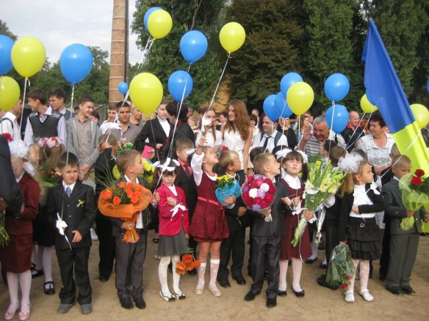 В Черниговском лицее №15 первый звонок дали для всей Украины, фото-4