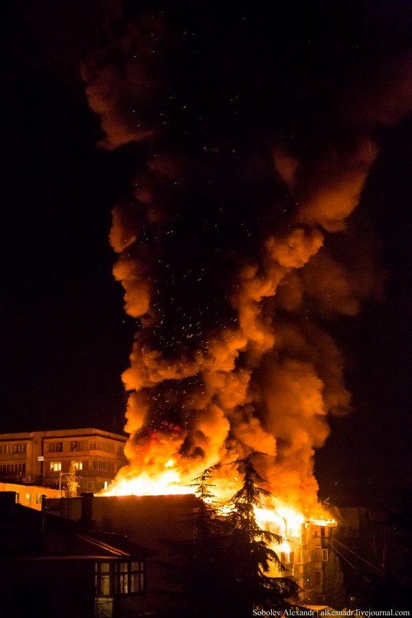 На улице Весенней ночью горел жилой дом (ФОТО/ВИДЕО), фото-1