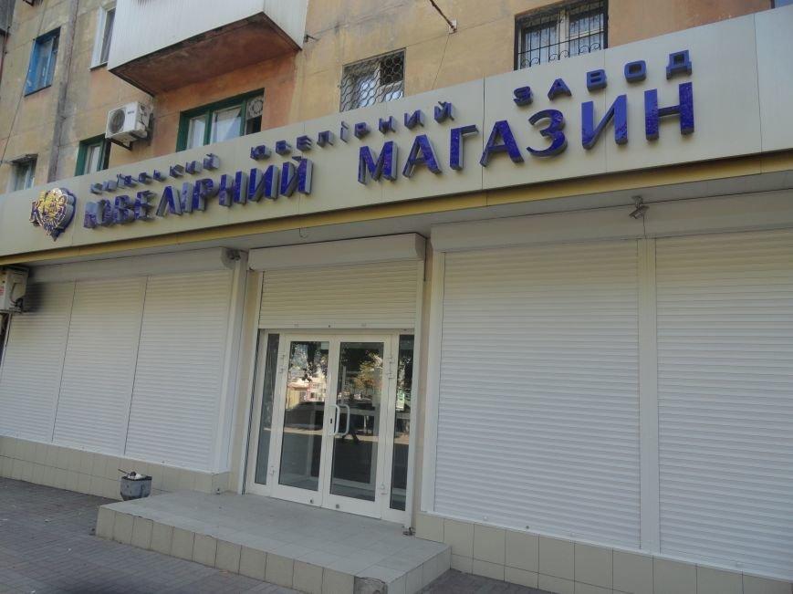 В Мариуполе закрылись магазины, торгующие посудой и украшениями (ФОТО), фото-12