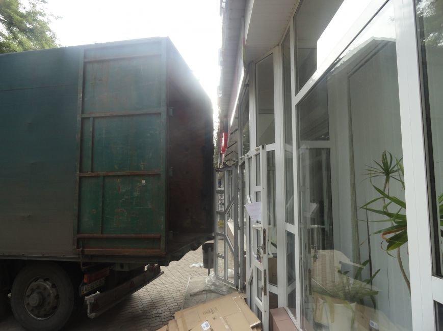 В Мариуполе закрылись магазины, торгующие посудой и украшениями (ФОТО), фото-3