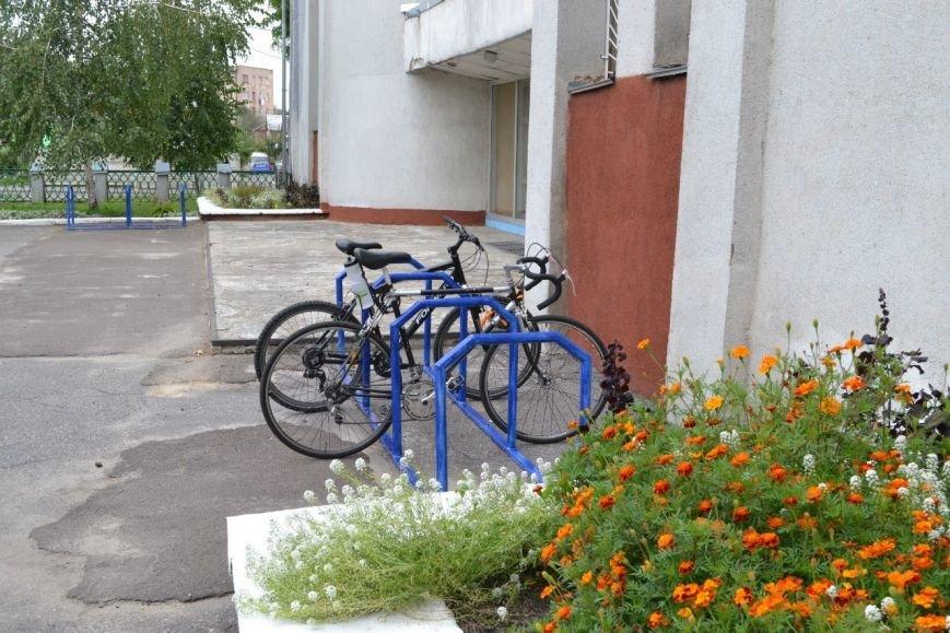 Велопарковка біля РГГ-002