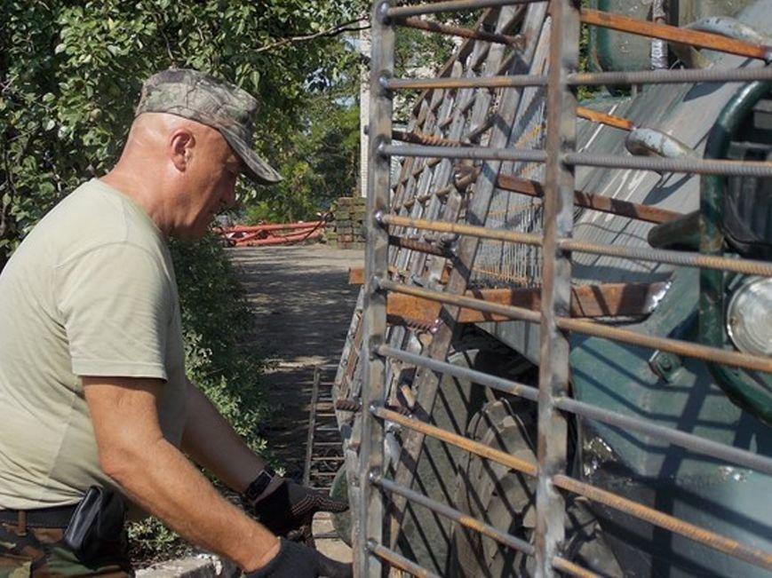 Кременчугское предприятие-волонтёр изготавливает защитные экраны для бронетранспортёров (ФОТО), фото-5