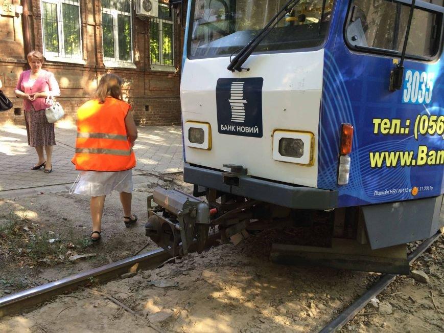 В Днепропетровске трамвай сбил пешехода (ФОТО), фото-2