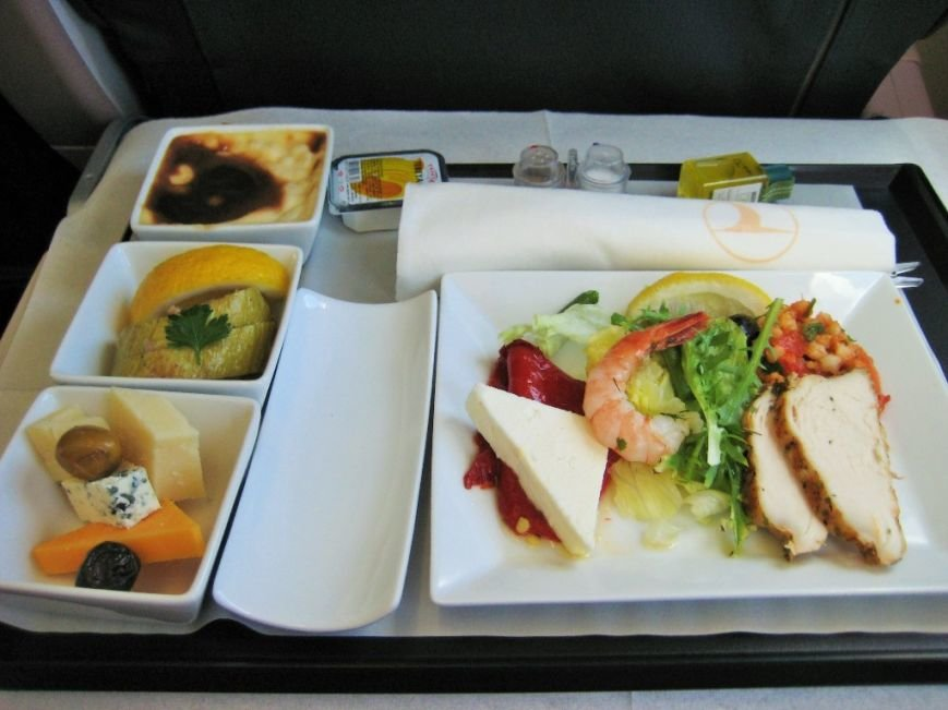 Turkish_Airlines_Business_Class_meal,_Istanbul--Cairo