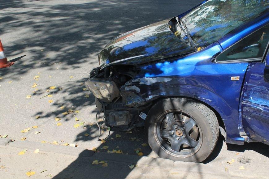 В Сумах на ул. Кондратьева Opel и Лада не поделили дорогу, и застопорили движение на улице (ФОТО), фото-2